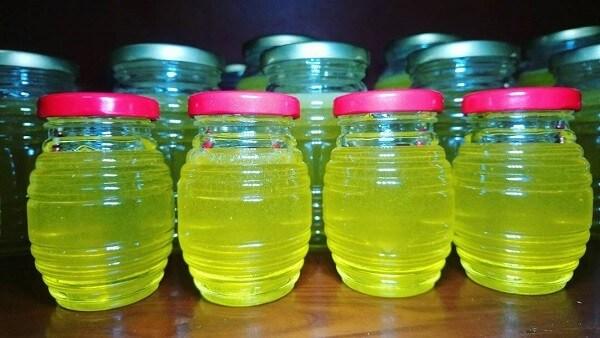 Mật ong bạc hà có màu vàng chanh, thơm mát, ngọt dịu