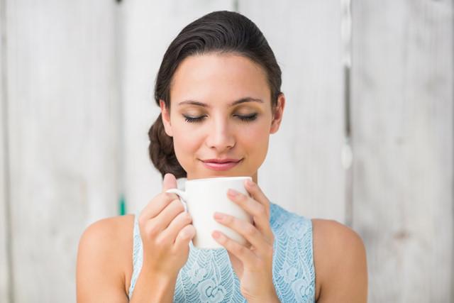 Có nên uống mật ong bạc hà pha với nước sôi