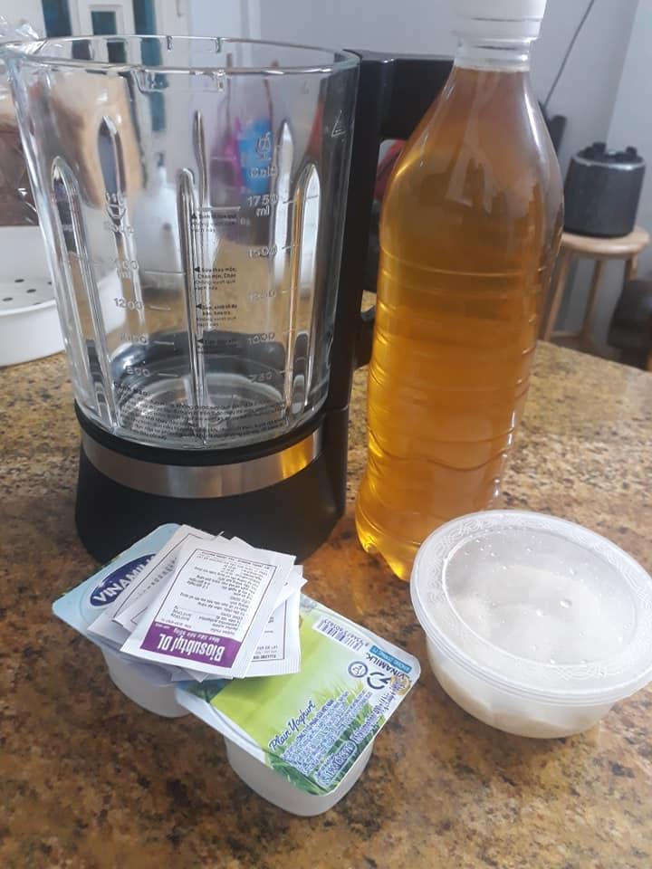 Làm Molm bằng mật ong, sữa chua, rượu nếp.